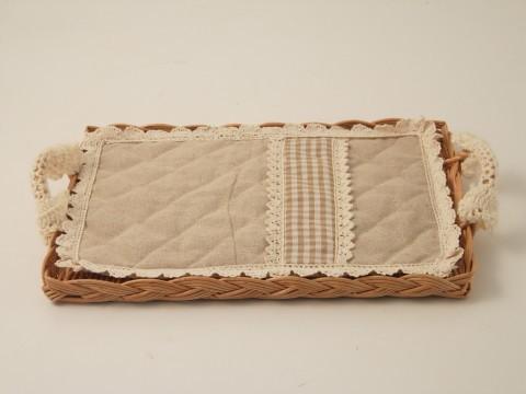 Vassoio in vimini foderato tessuto e pizzo rettangolare