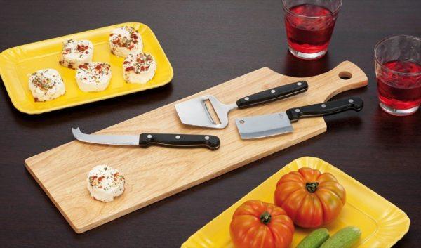 Tagliere per formaggi in legno con accessori