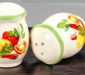 Set sale & pepe con decorazione verdura