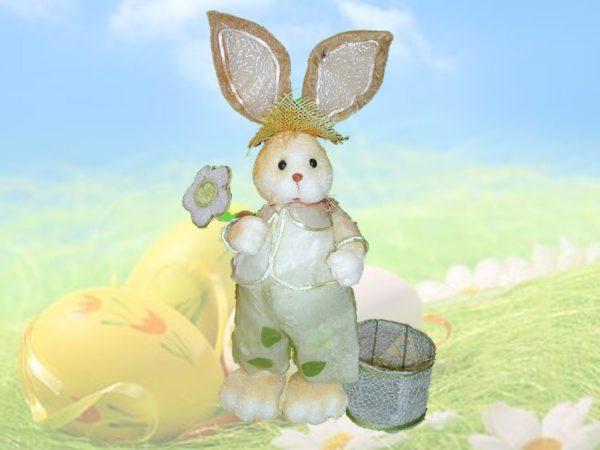Coniglio pasquale in piedi con cesto