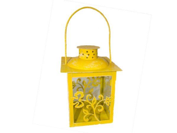 Lanterna gialla in metallo con foglie