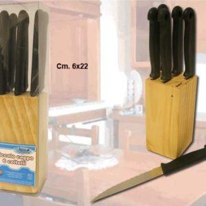 Piccolo ceppo in legno con 6 coltelli